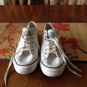 Converse One Star Tennis Shoes 8.5